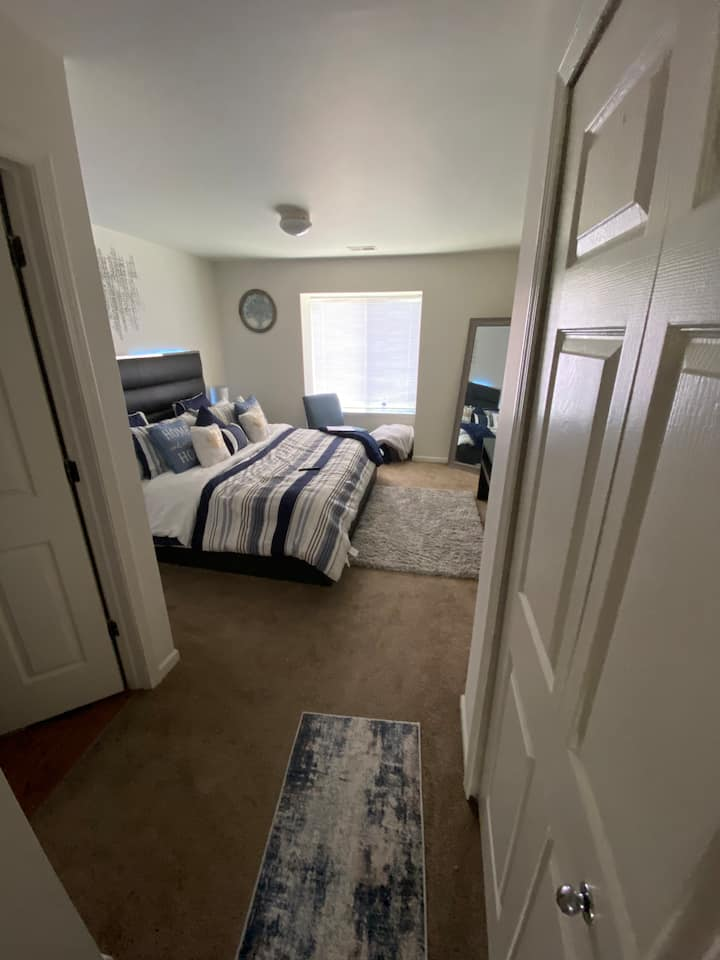 Gorgeous luxury apartment minutes from Detroit