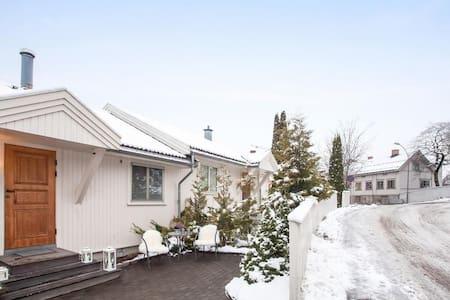 Rekkehus rett ved Storgata og Søndr - Lillehammer