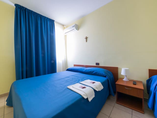 Three-Bed Room - San Giovanni Rotondo