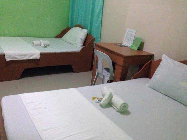 Sieanna's Inn A/C at Mambajao 5mins from Airport