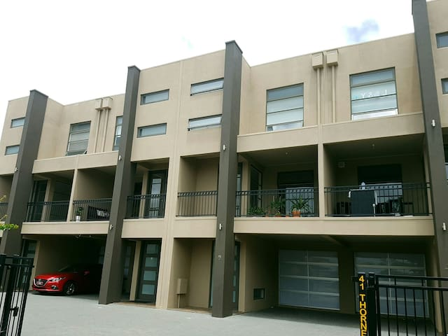 Spacious Apartment  Close to Adelaide CBD