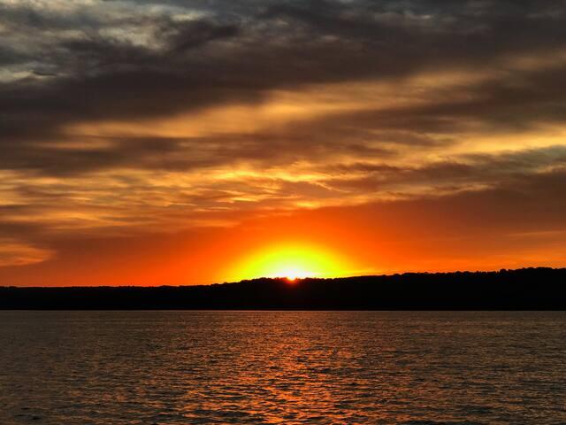 Weiss Lake Waterfront Getaway!