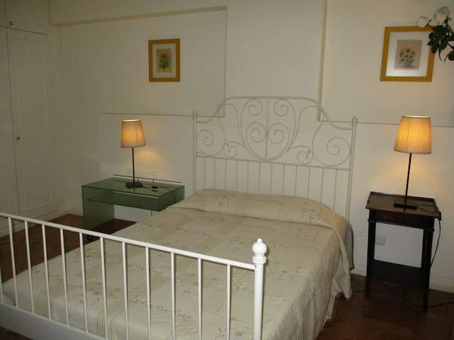 ROMA room with private bathroom. To downtown 15 m.