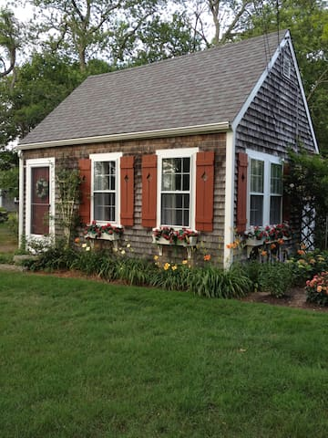 Adorable Cape Cod Cottage