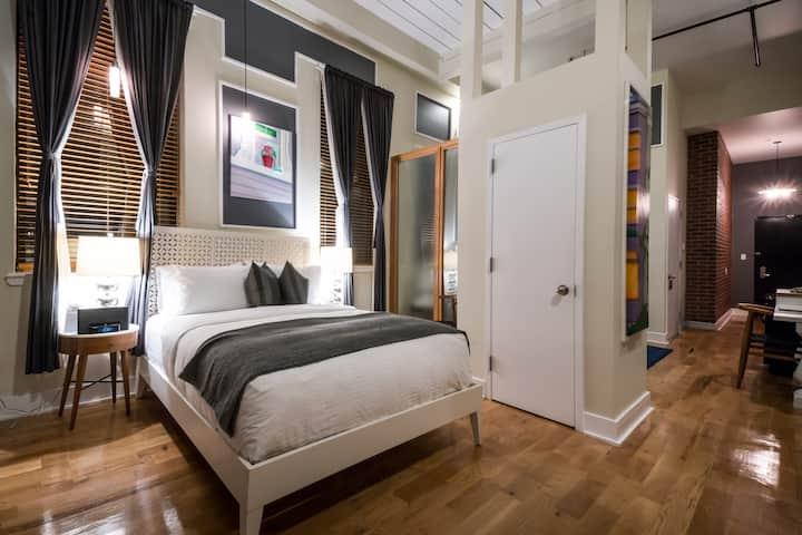 Beautiful Unique Greenpoint Loft Suite