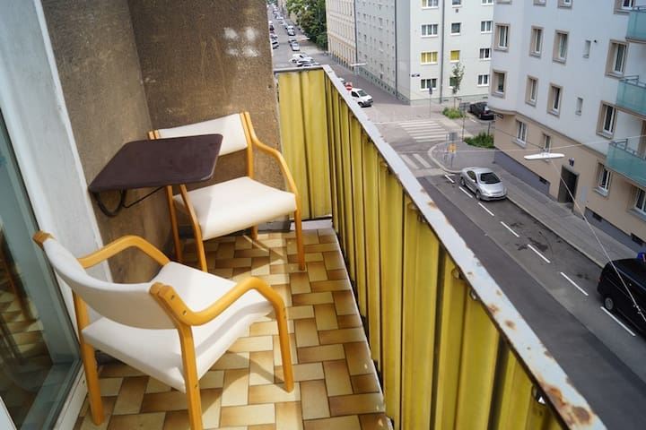 Room with balcony near metro - 14 min to centrum - Vienna