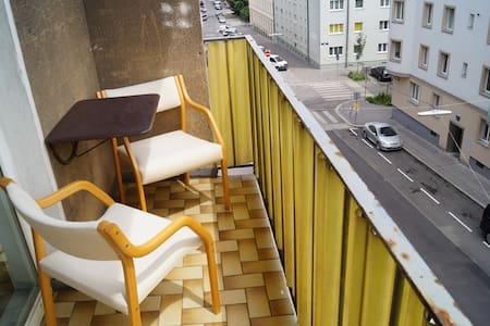 Room with balcony near metro - 14 min to centrum - Wien - Apartment