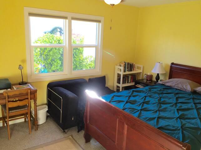 Comfy room with hot-tub, pool, near SJC & SAP