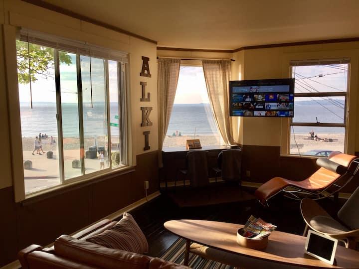 On ALKI Beach, 2 bedroom, unobstructed beach views