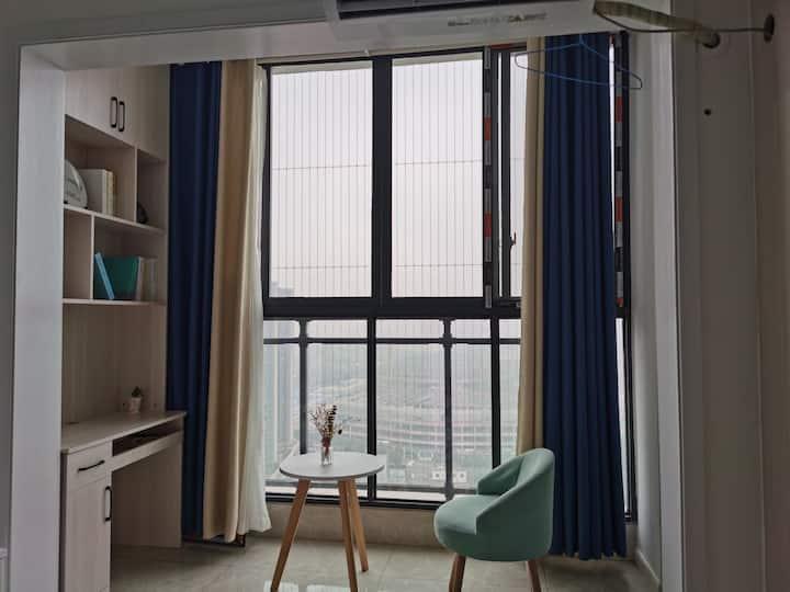 近地铁站奥体中心旁华润国际社区落地窗空调大床房整租