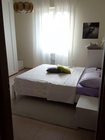 STANZA IN NUOVISSIMO AMPIO APPARTAMENTO ZONA PARCO - Formigine - Wohnung