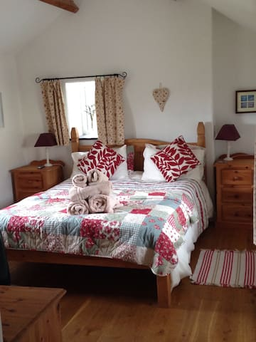 Hen Llety cosy cottage by Sandy Beach Anglesey