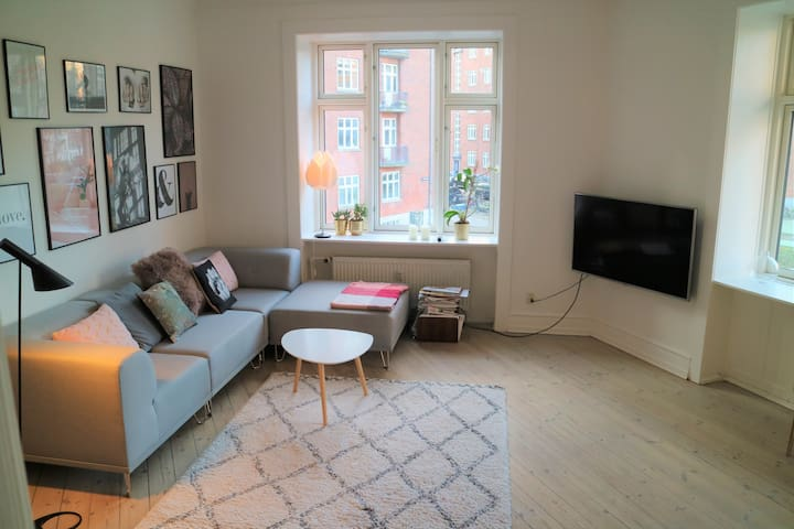 Big flat in Vesterbro (couples and baby friendly)