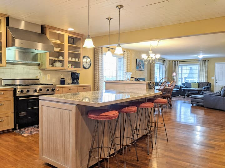 Family Home in Dundee, Pet-Friendly: Maison d`Amis