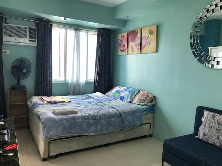 A place to stay MPlace condo heart of Quezon city