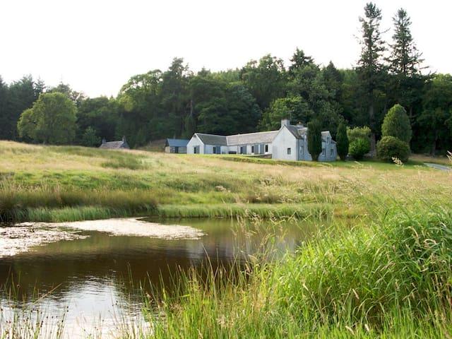 Convalloch Lodge - Tulliemet - House