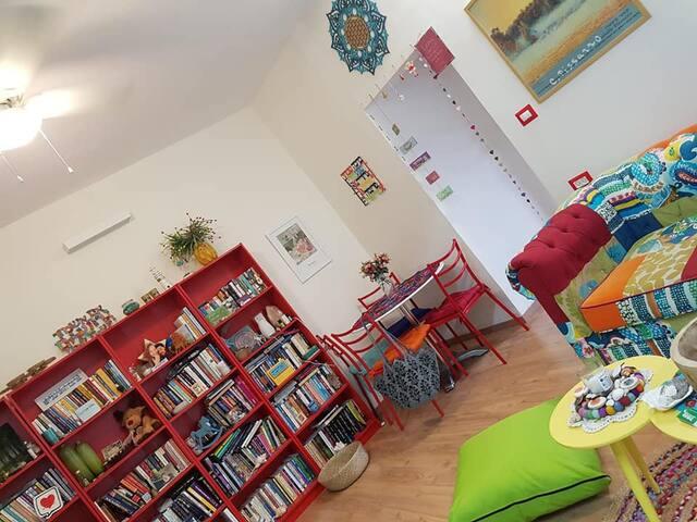 בית קטן צבעוני וחדש על הואדי