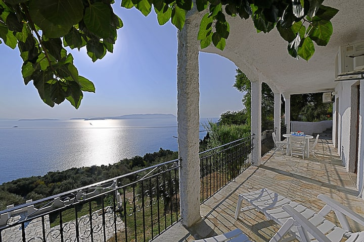 Villa ERIKA. Private direct  access to the sea!