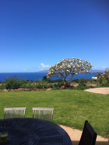 beautiful views, 1 mile from beach, - Lahaina - House
