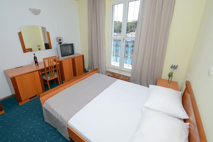 Hotel Sidro - Sea view double room - Milna - Bed & Breakfast