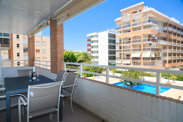 Great Beachfront Apartment · AirCon · Parking · Pool · CENTER I