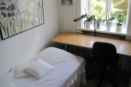 Nice room - good area - close to Metro - garden. - København - Flat
