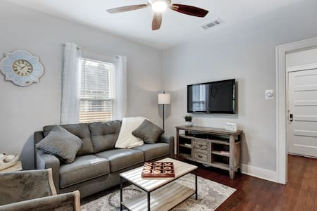 Downtown Charm! Remodeled, Cute, Private & Gated.