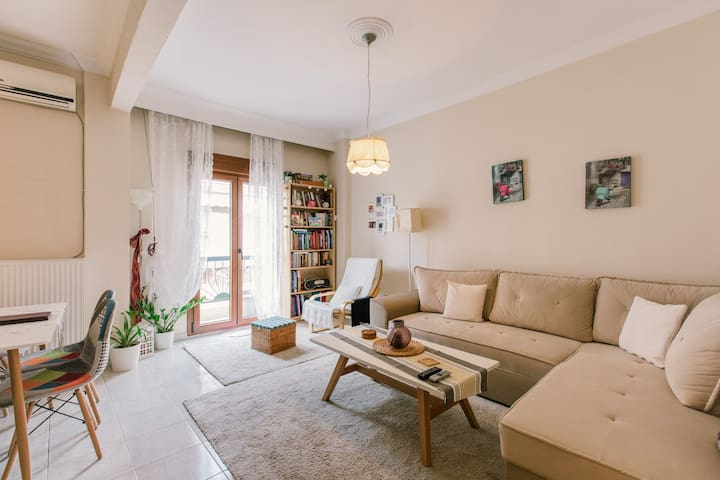 Warm and friendly house # apartment in Toumpa
