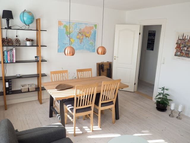 Newly Renovated Apartment with Private Garden - Søborg - Apartemen