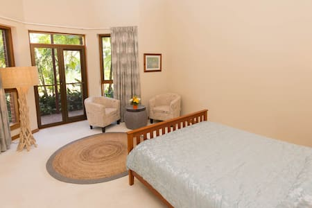 The Garden Room, spacious-friendly private room. - Mudgeeraba - House