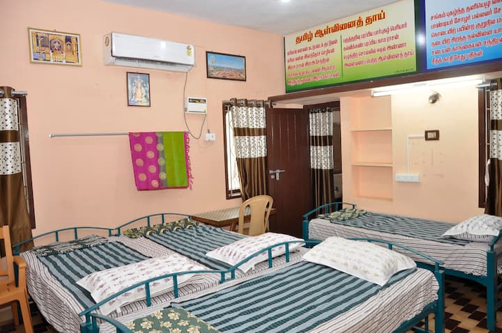 Homestay Senthil Akam - Luxury Quadruple Room
