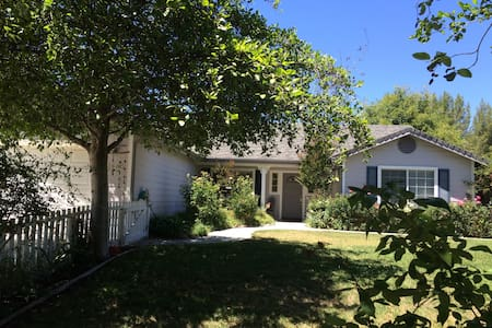 Beautiful home Walking distance to wine tasting - Los Olivos