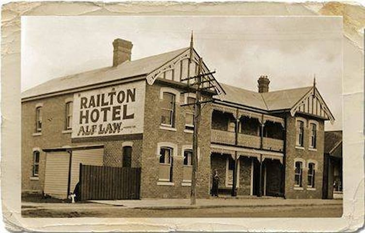 Railton Country Hotel - Room 3 for Single/Couple