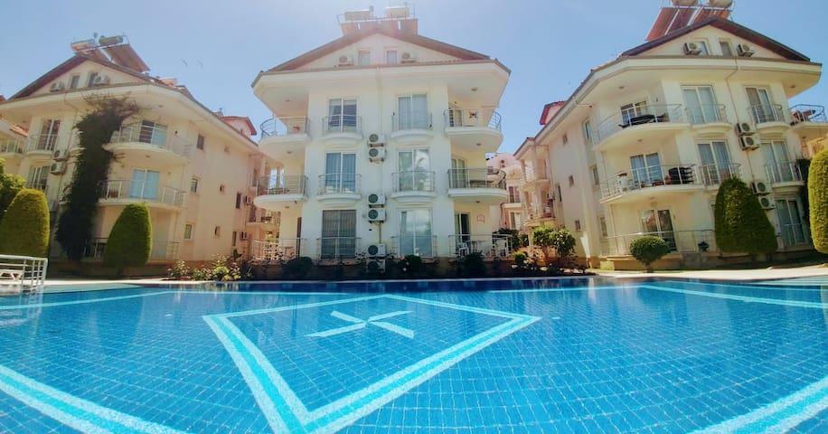 Palm-SoloVilla Plaja 50 Mt Havuzlu Tatil evi