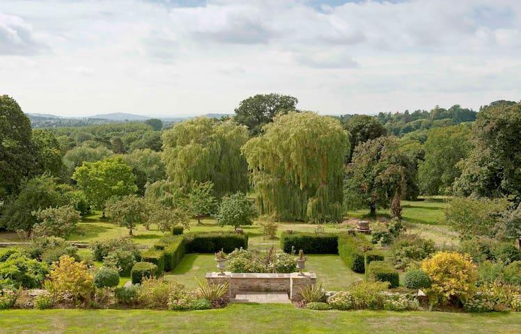 stunning location, impressive views (double room) - Charlton Kings - Bed & Breakfast