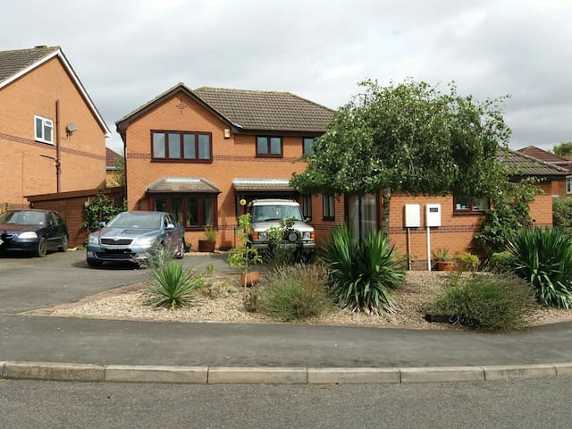 3/4 Detached house&parking,adjacent to lake & Park - Melton Mowbray - Hus