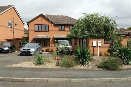 3/4 Detached house&parking,adjacent to lake & Park - Melton Mowbray - Hus