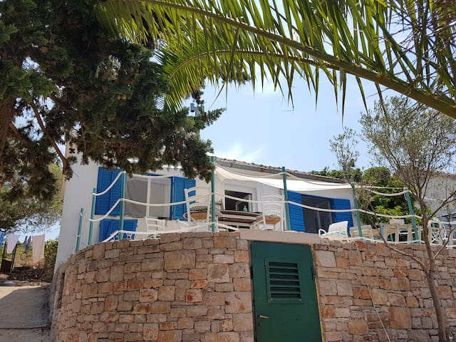 Beach house island Zut