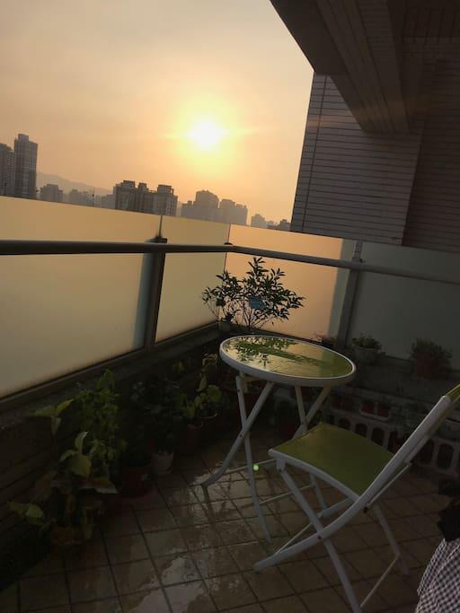 在陽光花園不只早上美麗,夕陽時刻更是別有一番風味。