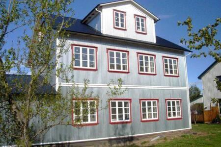 Quiet apartment, Husavik, 1st floor - Húsavík