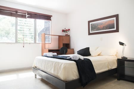 Great Master Bedroom. Best Spot in El Poblado! :)