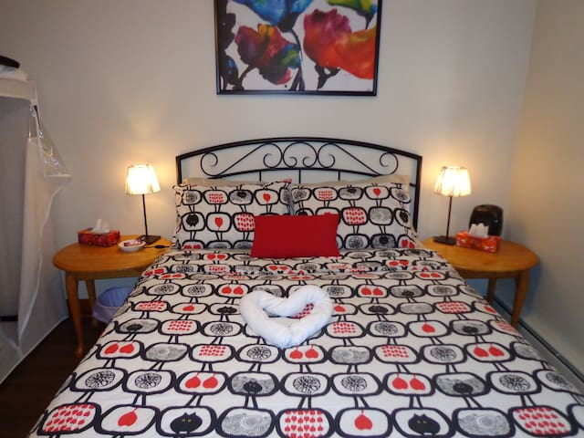 Private bedroom & parking and wifi - Sudbury - Maison