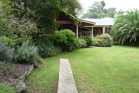 Australian Home Away at Venn Cottage - Research