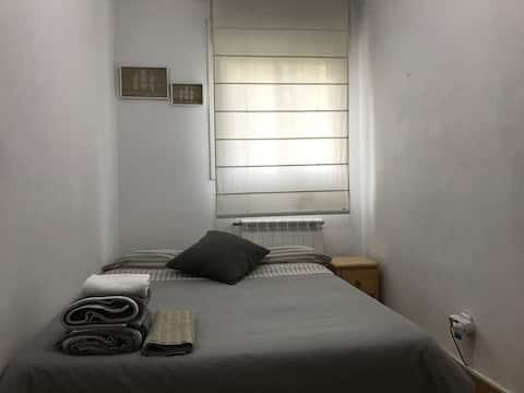 Habitación acogedora cerca de Barcelona y de-UAB :