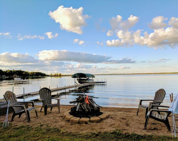 Autumn Availability! Cozy & Romantic Lakehouse