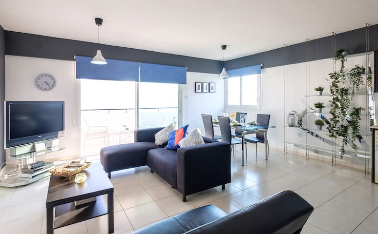 Spacious flat - Makenzie beach
