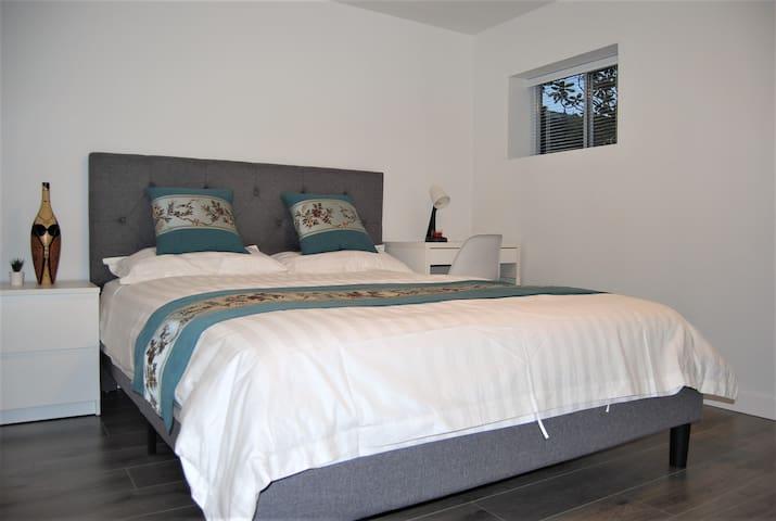 Cozy & private 2 bedrooms suite (unit 2)