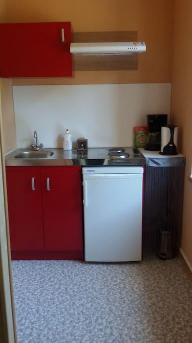 la petite kitchenette dans la chambre.
