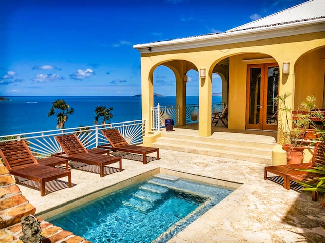 Le Lion d'Or - beautiful ocean views, central location!!