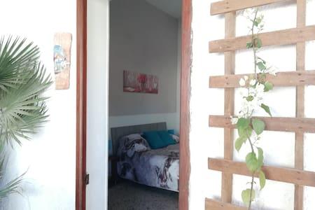 Amélie's House private entrance&bathroom-breakfast